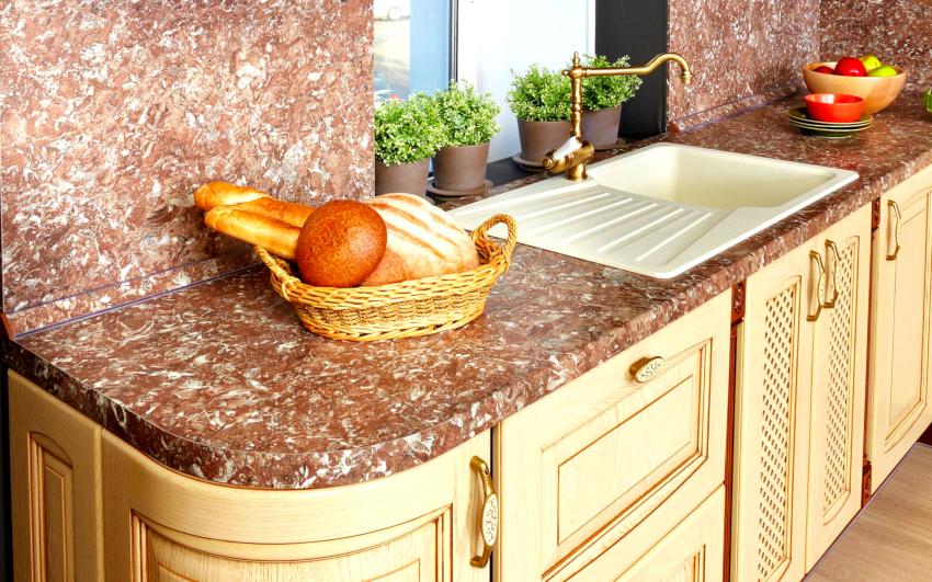 При покупке или заказе столешницы из природного камня необходимо обращать внимание на качество кромки