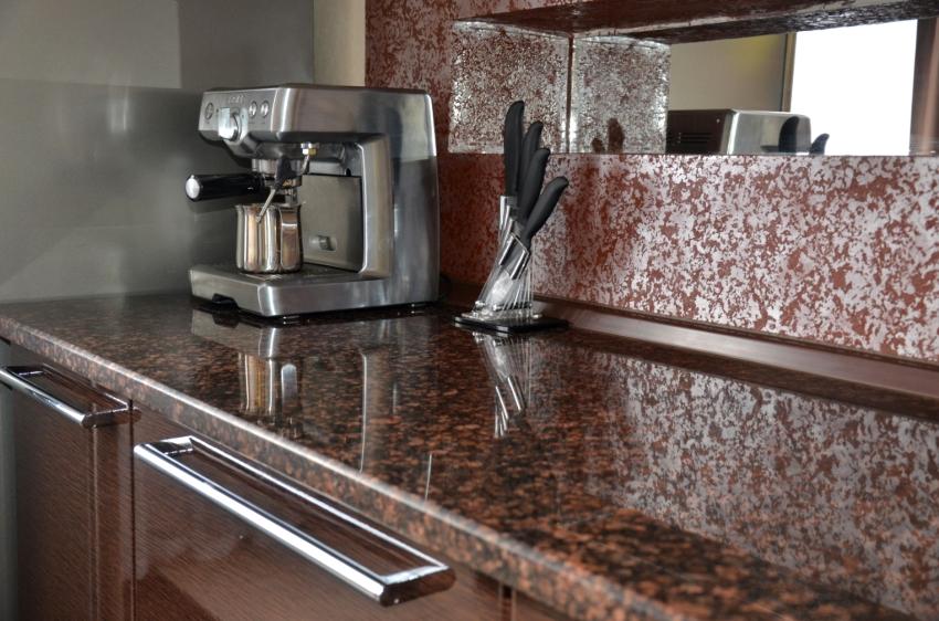 Толщина столешницы должна гармонировать с остальными элементами кухонной мебели