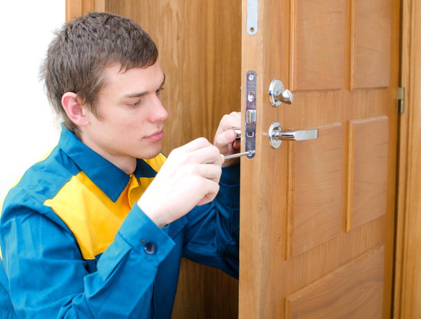 Во избежание разного рода поломок специалисты рекомендуют время от времени проводить профилактическую чистку замка