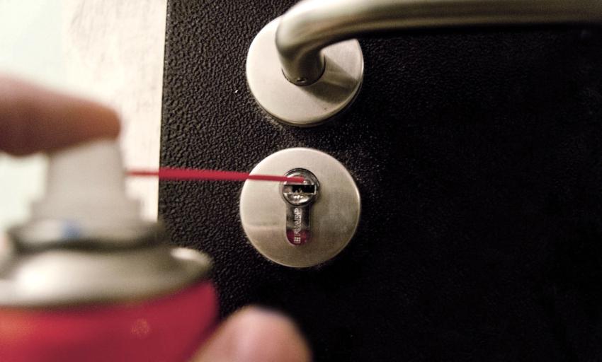 Ремонтные работы, которые производятся при поломке дисковых механизмов, напоминают манипуляцию с сувальдными замками