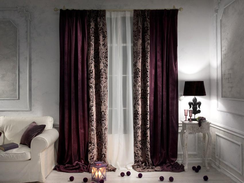 Бархатные шторы образуют красивые складки при навешивании