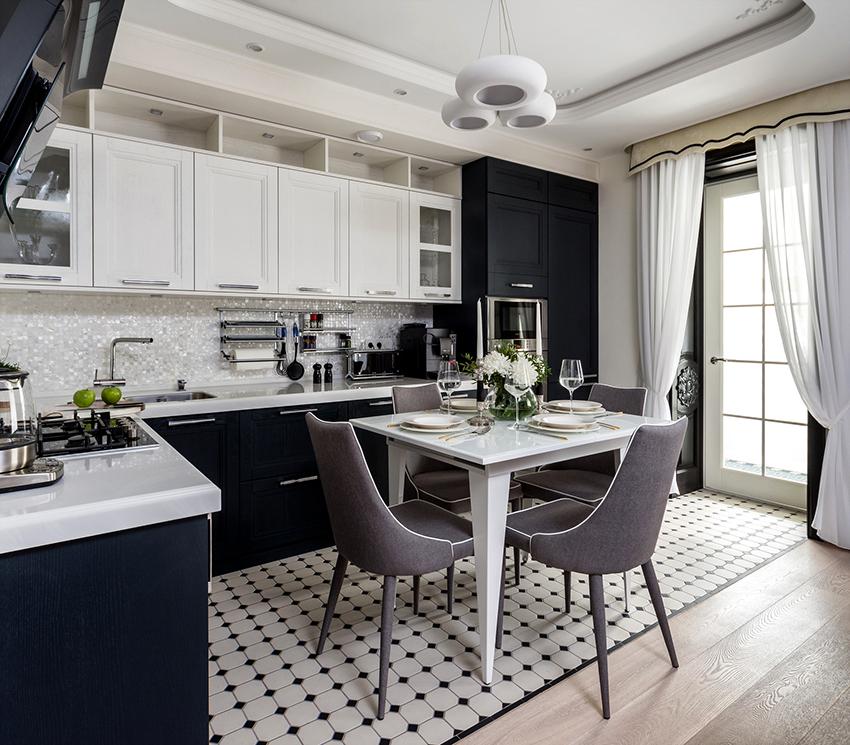 Если кухня маленькая, то белого цвета должно быть значительно больше, чем черного