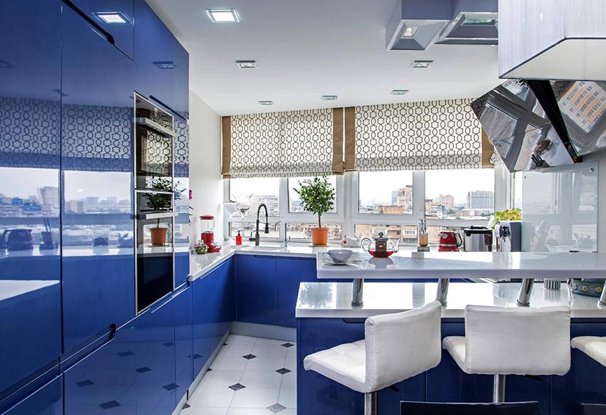 Чтобы кухня выглядела гармонично, не следует использовать слишком много цветов