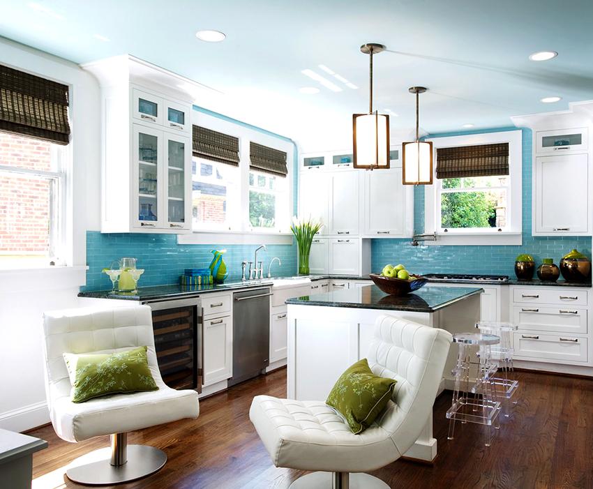 На кухне не рекомендуется делать пол и потолок одного цвета