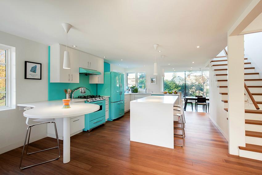 С помощью правильно подобранного цвета можно придать кухне нужную атмосферу