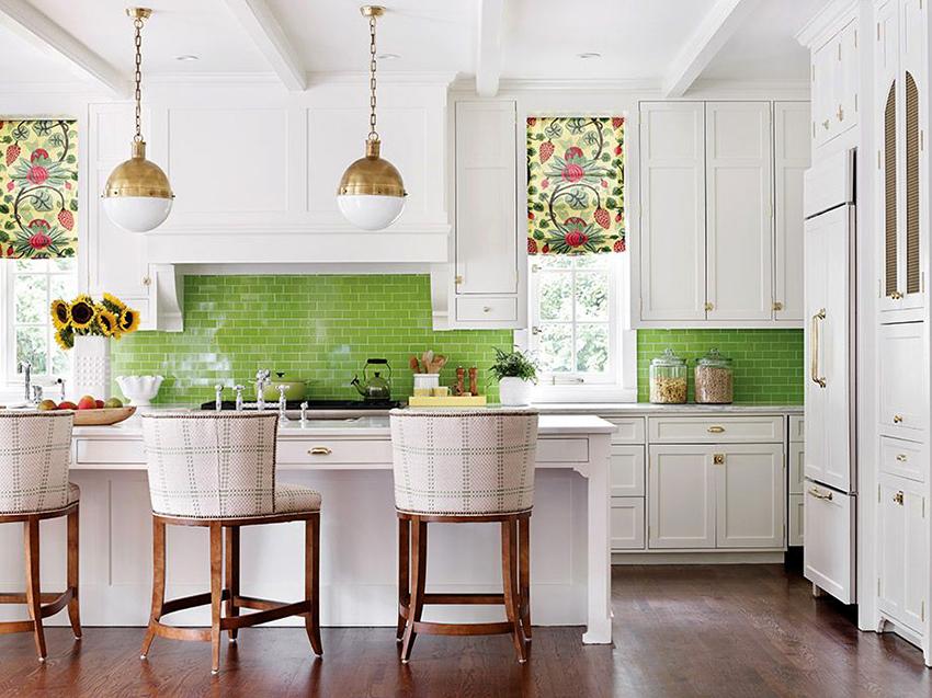 Интерьер кухни оформленный в светлых цветах смотрится уютно и гармонично