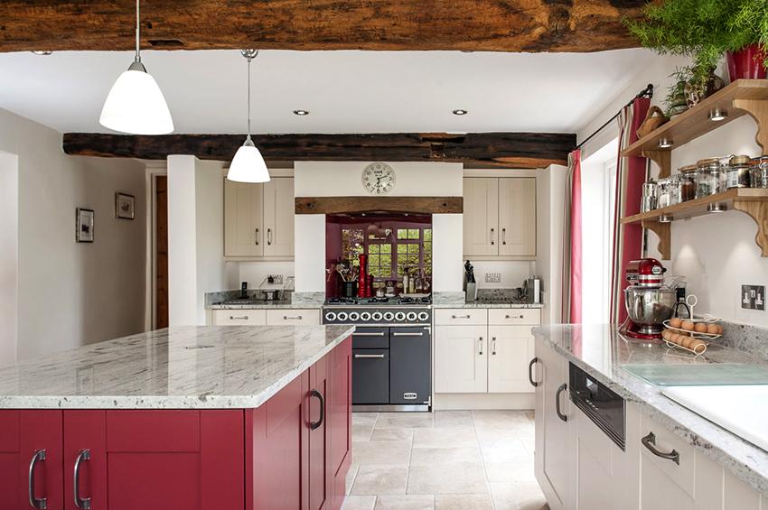 Если площадь кухни большая, то ее можно выполнить как в светлых цветах, так и в темных