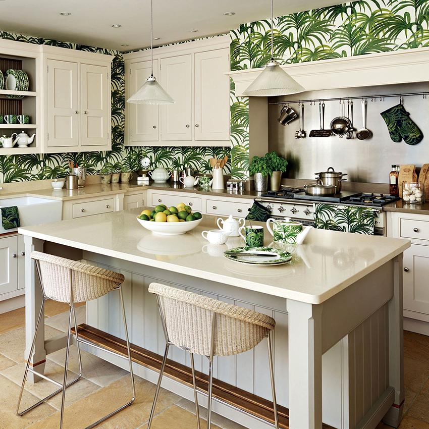 Если мебель светлая и однотонная, то стены кухни допускается делать яркими