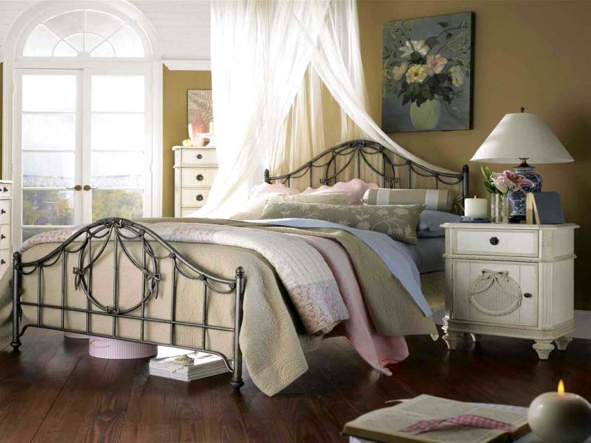 В стиле прованс используются предметы мебели только из натуральных материалов, наличие пластиковых элементов исключается