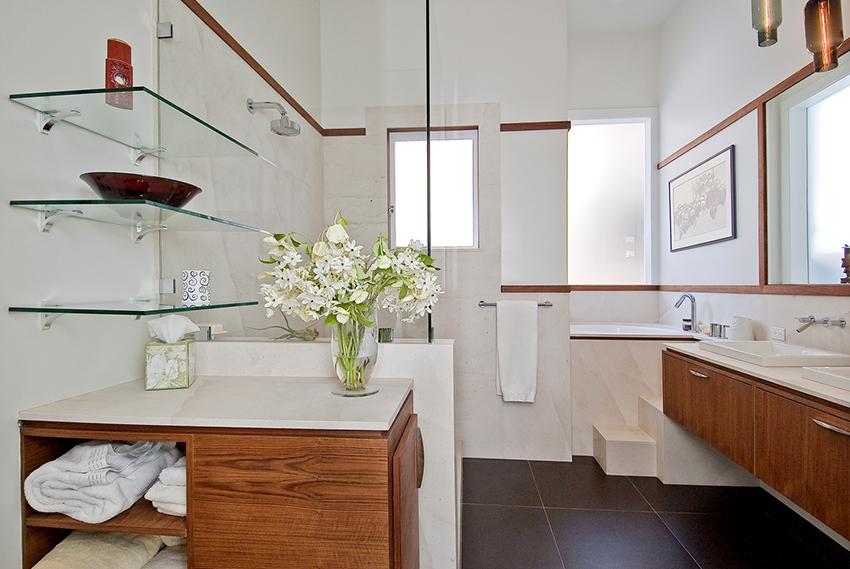 Для крепления полок в ванной лучше всего подойдет хромированный металл