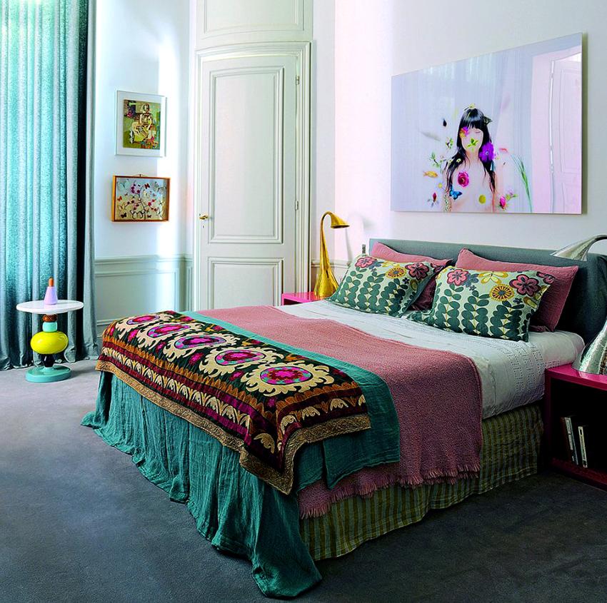 В интерьере бохо должно быть много яркого, разнообразного текстиля