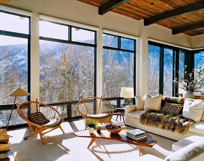 Гостиная должна располагаться в самой большой комнате, с высокими потолками и панорамными окнами