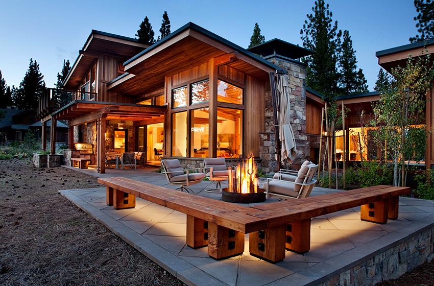 Открытая или закрытая терраса – неотъемлемый элемент домов в альпийском стиле