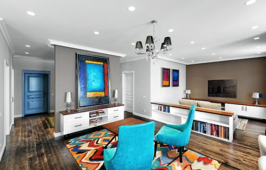 В интерьере в стиле фьюжн используются сочные цвета, при этом важна сочетаемость оттенков