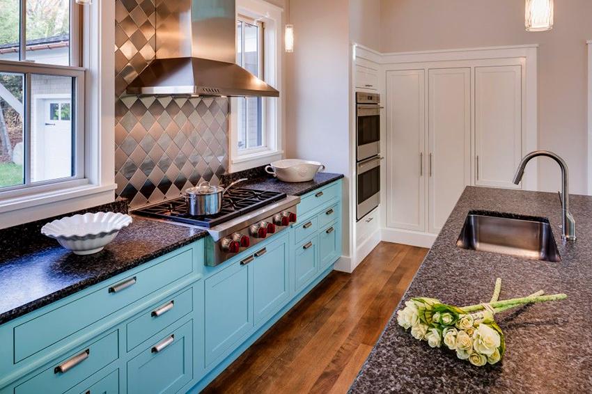 Кухонные столешницы изготавливают из натурального и искусственного камня
