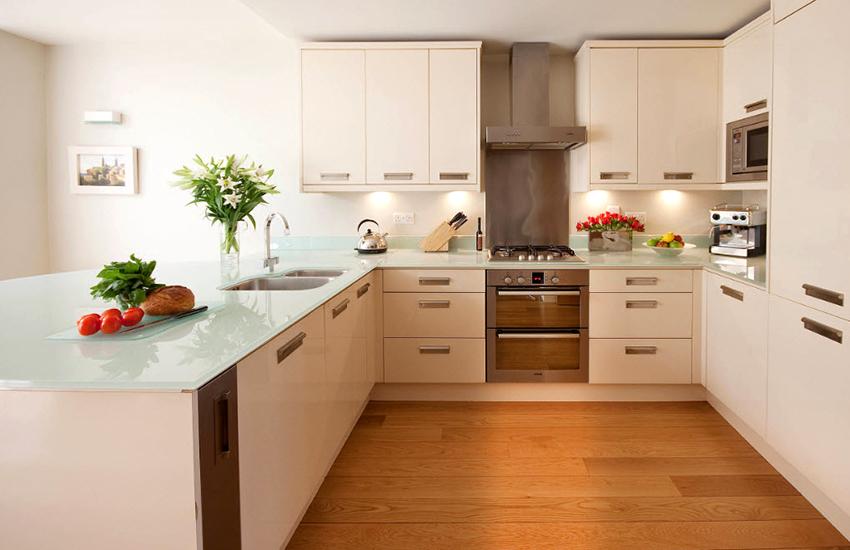 Стеклянные кухонные столешницы встречаются довольно редко
