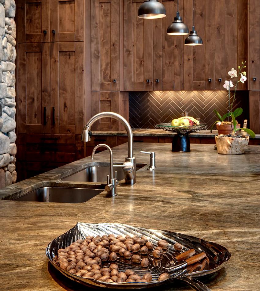 Каменная столешница станет главным украшением любой кухни
