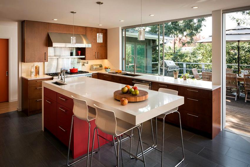 Стандартная высота кухонной столешницы составляет 85 сантиметров