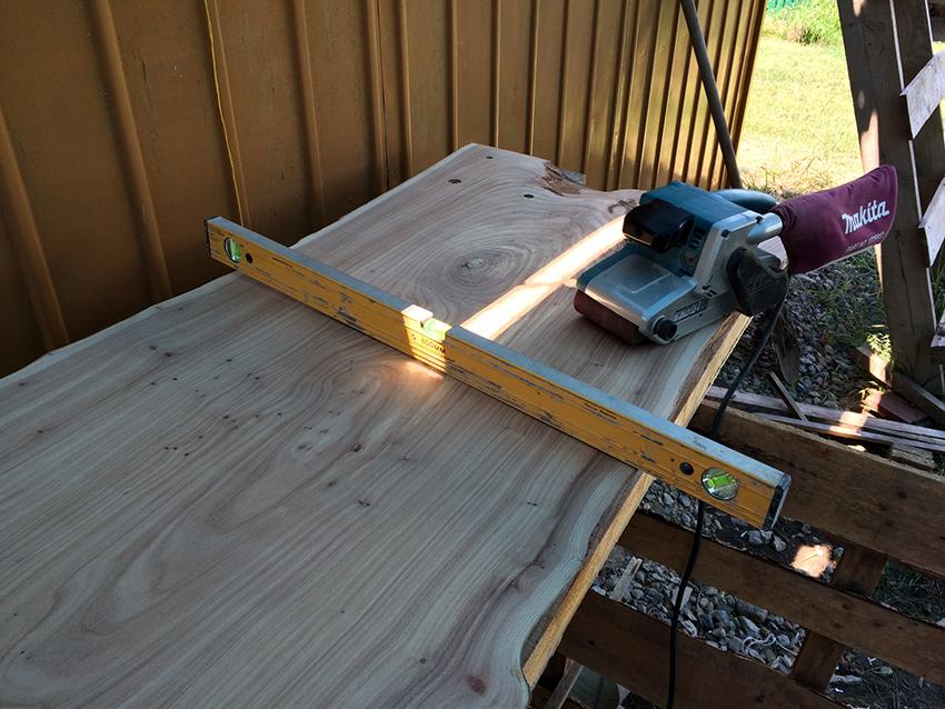 Легче всего изготовить столешницу своими руками из древесины