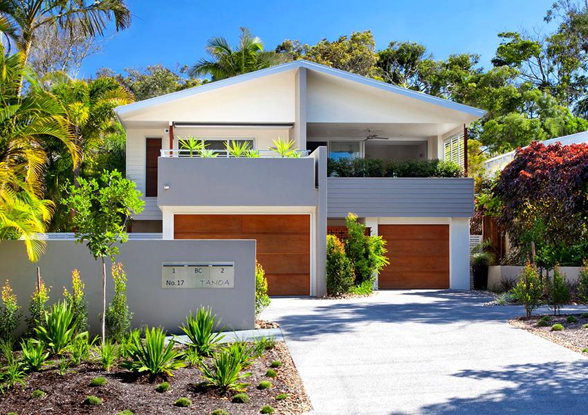 Выбрав строительство дома под ключ, заказчик в итоге получит полноценный дом с благоустроенной территорией