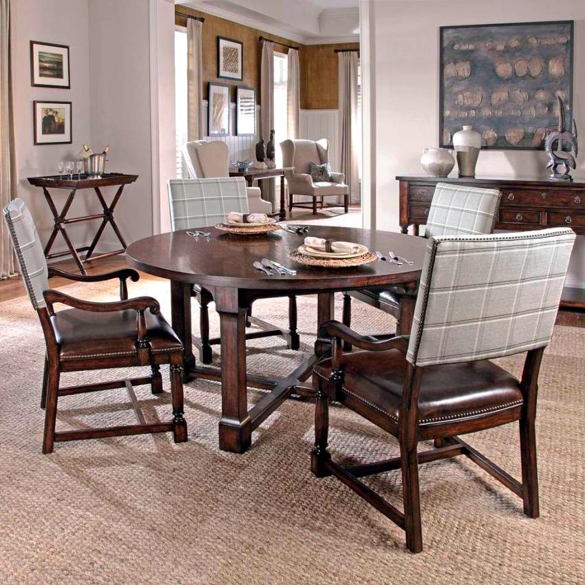Деревянные стулья принято выполнять в спокойных тонах