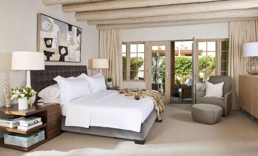 Внешний вид прикроватной тумбочки напрямую зависит от стиля помещения