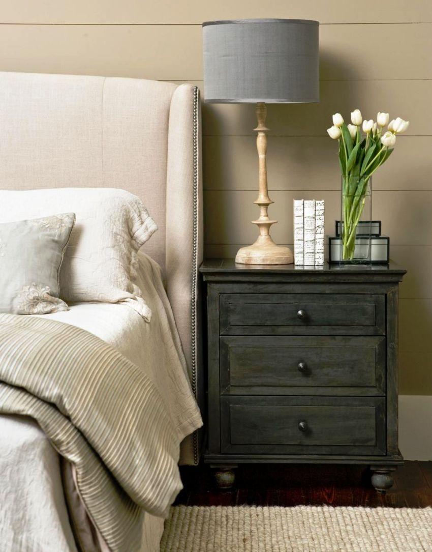 Кроме своей многофункциональности прикроватная мебель может сыграть не последнюю роль в декорировании комнаты