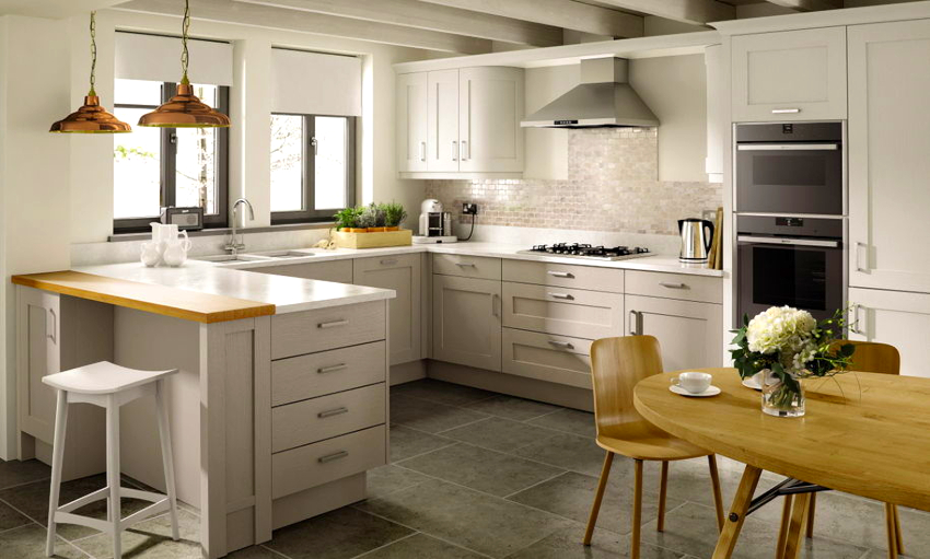 Маленькая угловая кухня с барной стойкой — это не только удобная рабочая зона, но и обеденная