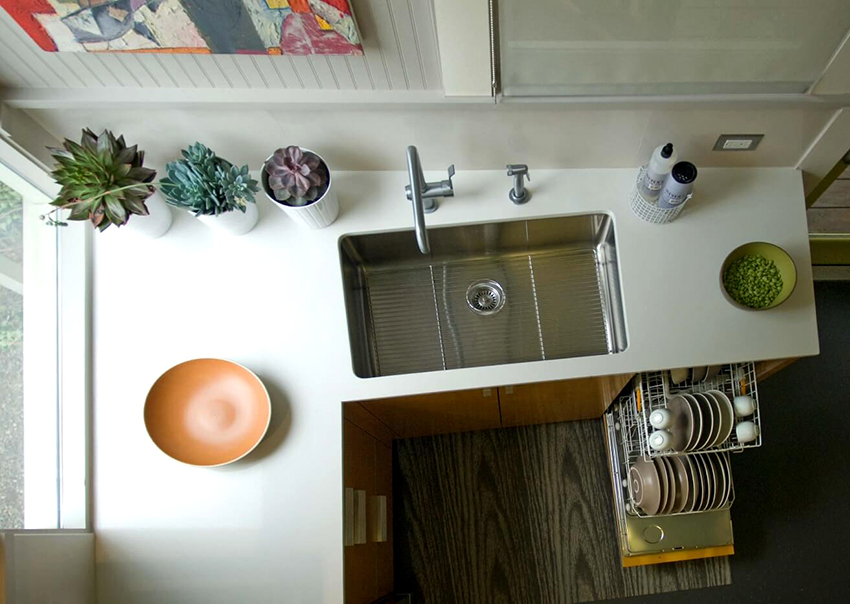 Выкатные корзины для кухни бывают горизонтальные, вертикальные и угловые