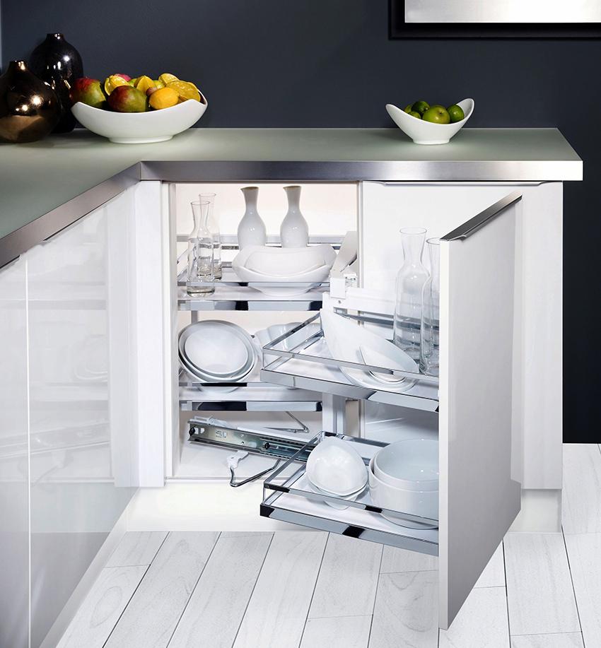 Выбирая ящики, в первую очередь необходимо учитывать планировку кухни