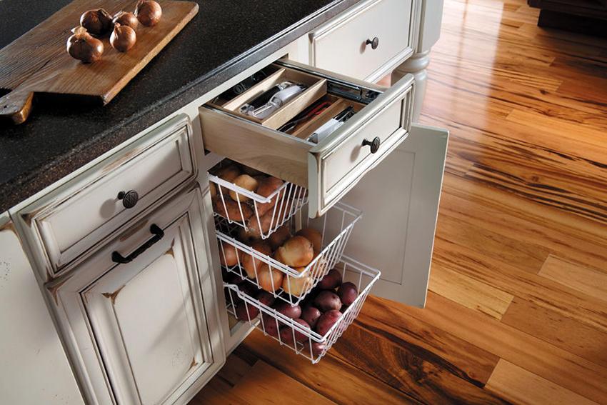 Выдвижные кухонные корзины имеют минимум недостатков, которые не могут затмить их достоинства