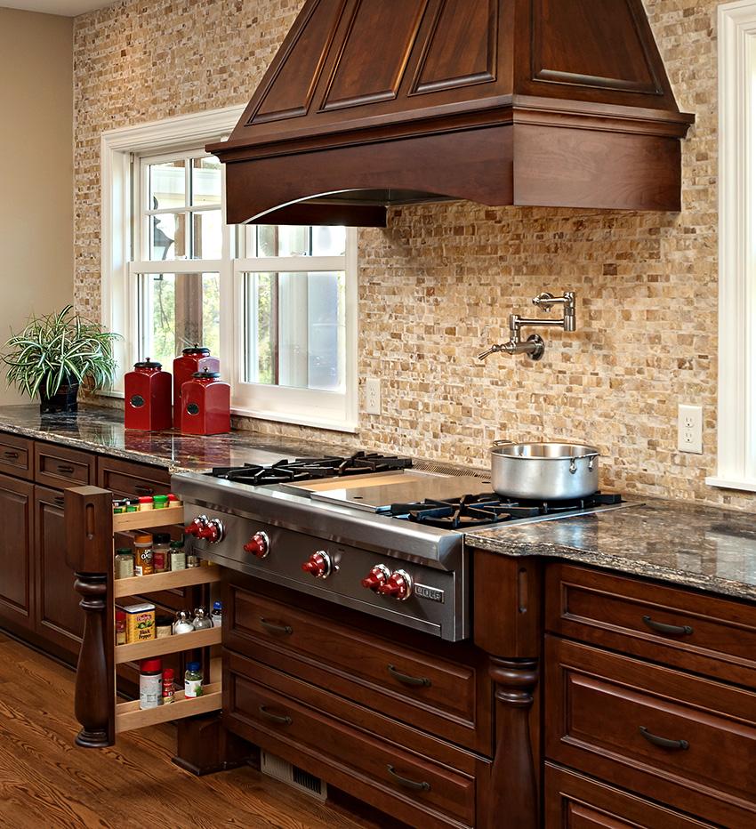 Высокая стоимость – главный недостаток кухонных выдвижных систем