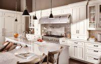 Кухонный гарнитур и столешница могут быть выполнены в разных оттенках