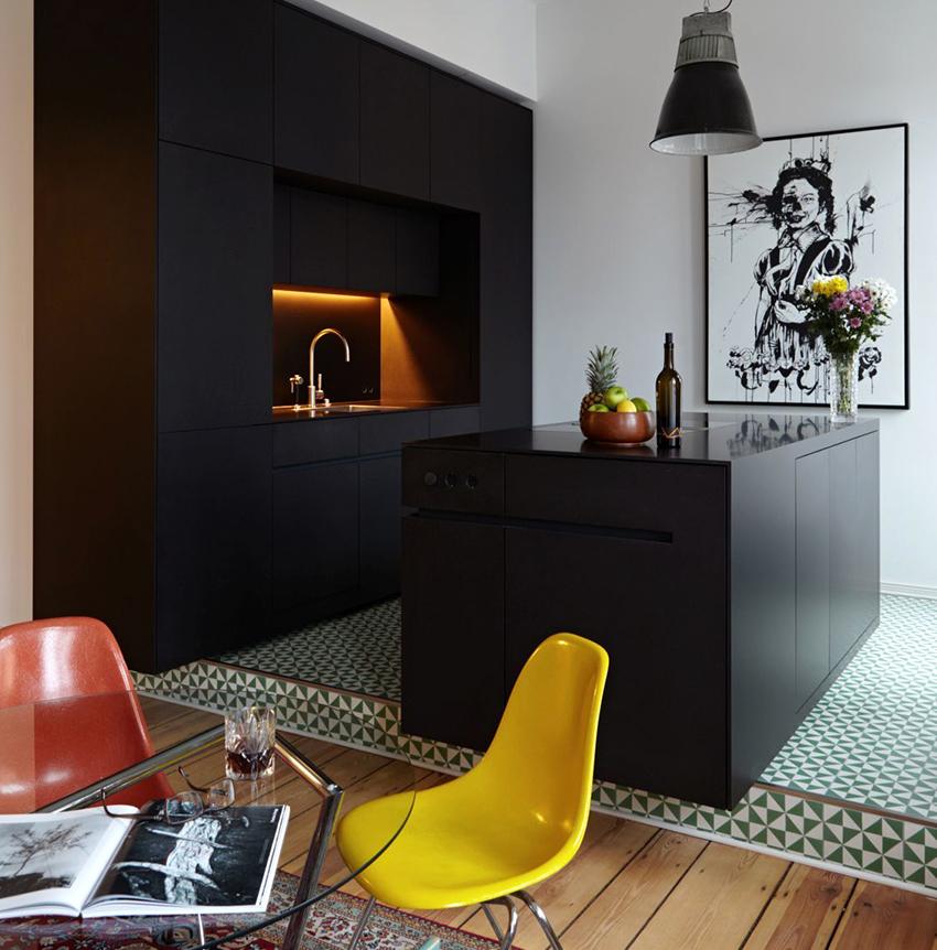 Чтобы черная кухня выглядела изыскано и лаконично нужно придерживаться правильного баланса цветов