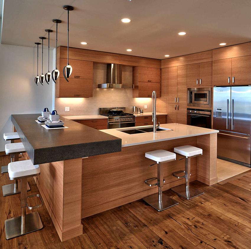 Коричневые кухни смотрятся нейтрально, поэтому не привлекают к себе излишнего внимания и не надоедают