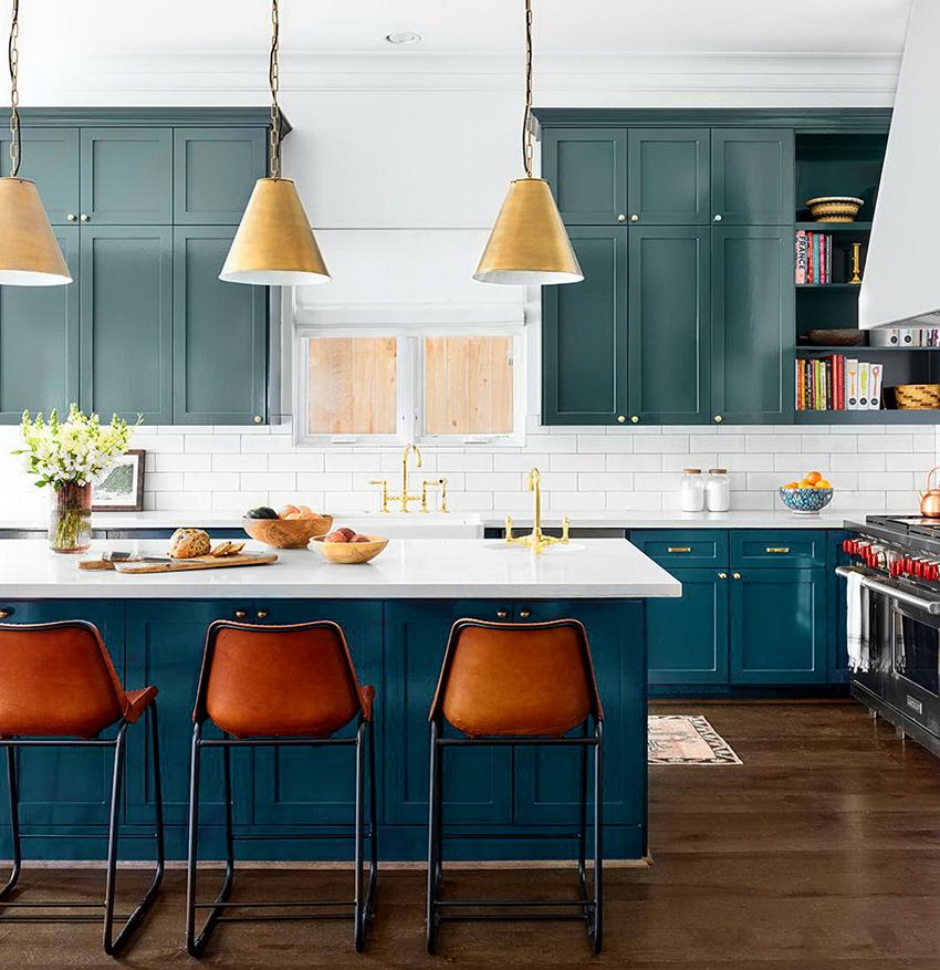 Синий, бирюза и зеленый цвета хорошо подходят для разных стилевых направлений