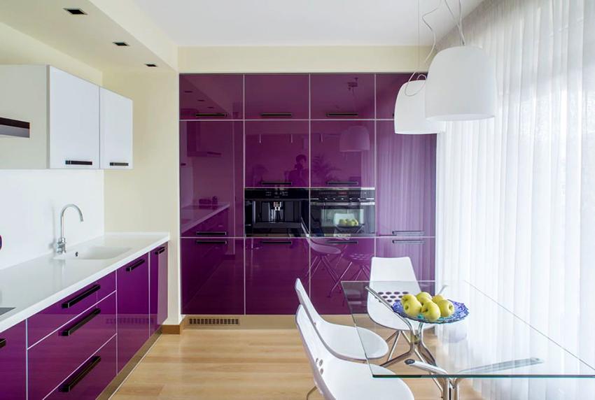 Фасады кухонь в фиолетовых оттенках понравятся активным и жизнерадостным людям