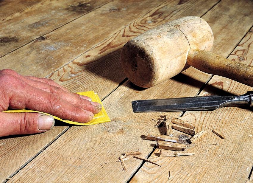 При отсутствии достаточного бюджета для полной замены напольного покрытия, можно выполнить ремонт «играющих» половиц