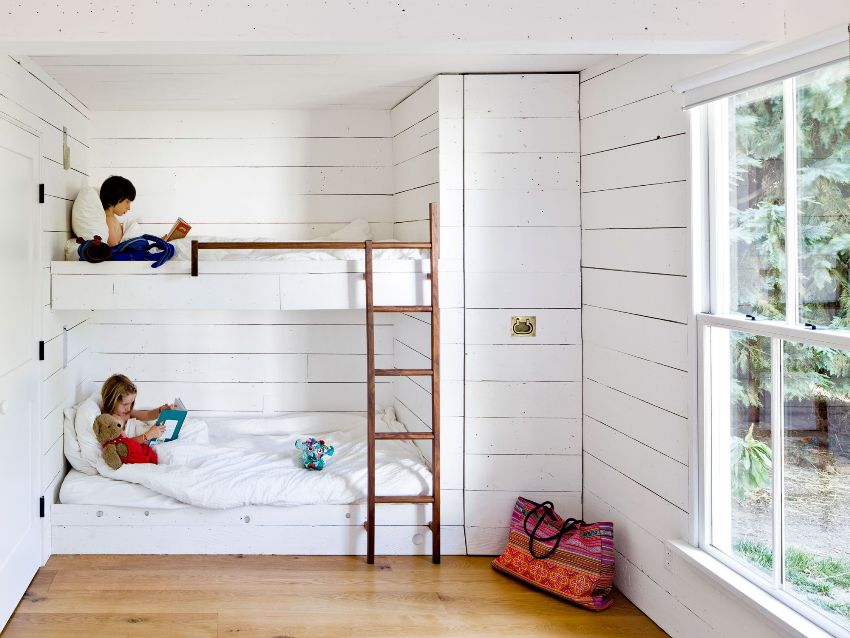 Основные требования для оформления стен детской комнаты - полная безопасность и максимальный комфорт