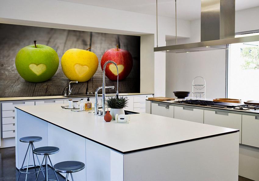 Хорошим решением для кухонного интерьера станут обои с ярким натюрмортом