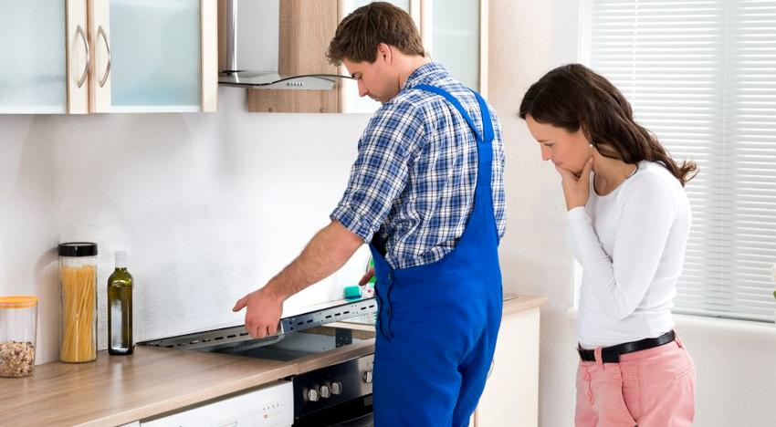 Цена подключения газовой плиты у сертифицированных мастеров составляет от 1300 рублей