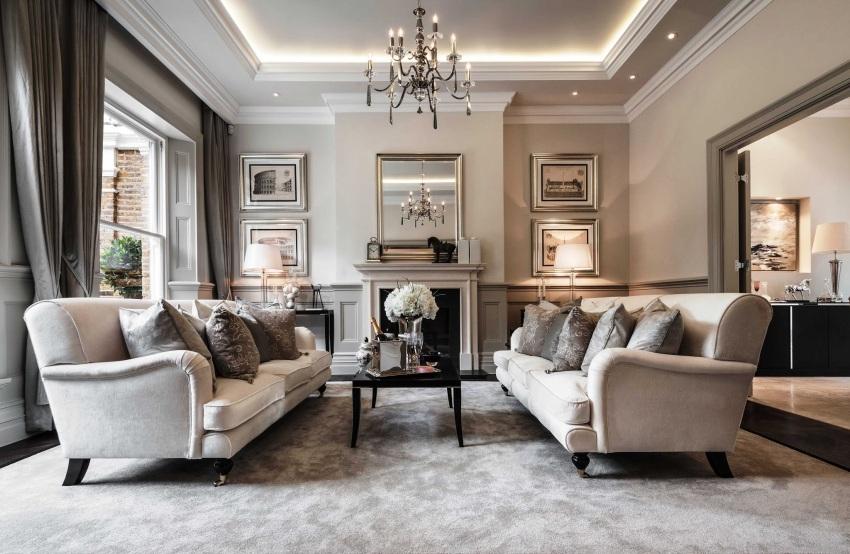 Создавать интерьер в классическом стиле уместно, если гостиная отличается довольно большими размерами с высокими потолками и окнами