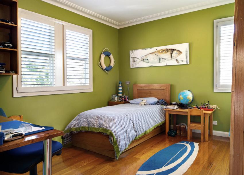 Важно чтобы в комнате мальчика было как можно больше пространства и как можно меньше острых углов
