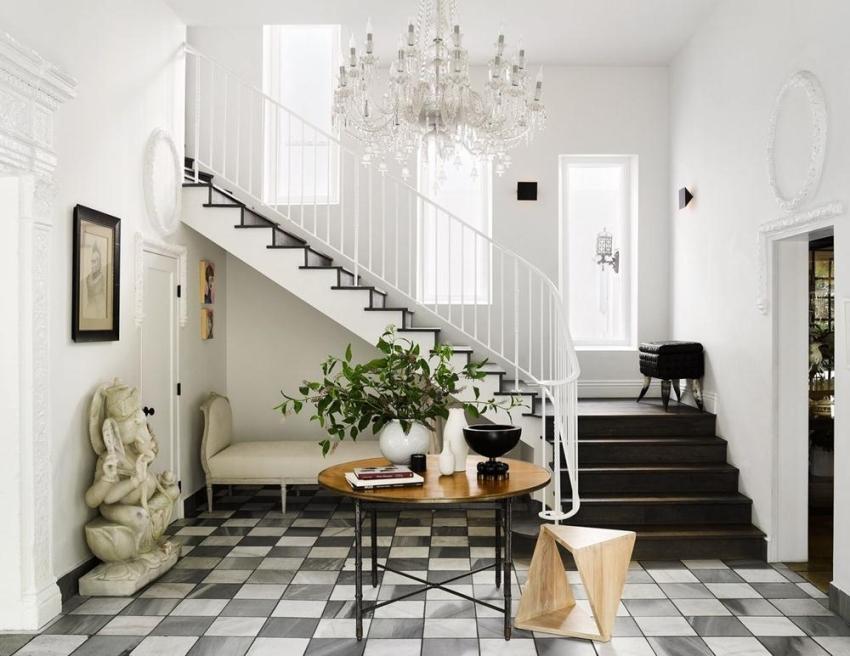 Элементы дизайна прихожей должны перекликаться с общим стилем дизайна интерьера дома в целом