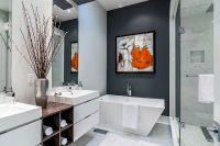 Обустройство ванной комнаты должно быть продумано таким образом, чтобы полезная площадь была использована максимально рационально