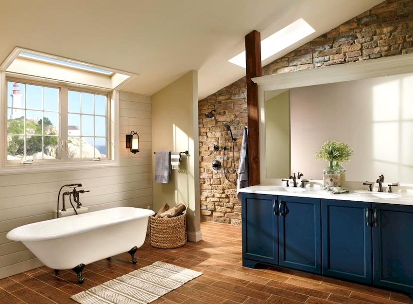 В ванной комнате с окном можно создать неповторимый и уютный интерьер