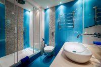 Ванные комнаты с душевой кабиной считаются оптимальным вариантом для помещений с ограниченной площадью