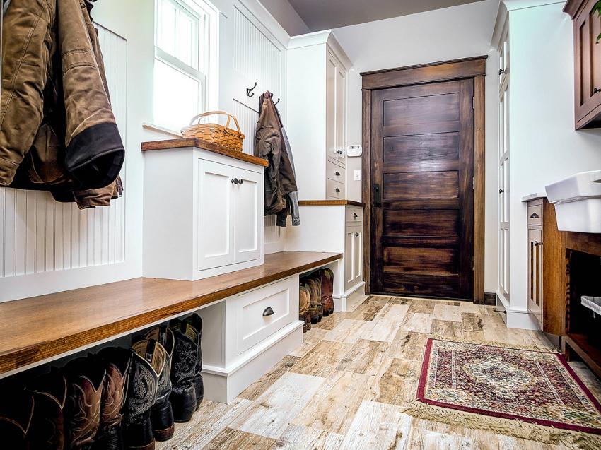 Для обустройства прихожей можно использовать готовые комплекты или же приобрести элементы мебели отдельно
