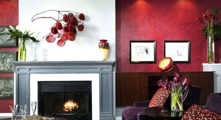 Если предполагается создание изысканного и роскошного интерьера, то красные обои подойдут для этих целей лучше всего