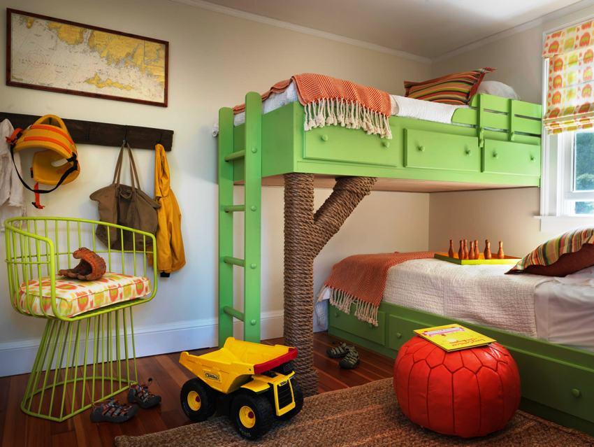 Разноуровневая кровать для двоих детей поможет сэкономить пространство в детской комнате